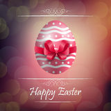 Fundo do ovo da páscoa com fita vermelha Fotos de Stock Royalty Free