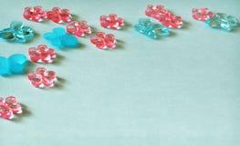 Fundo do papel azul com elementos do ofício imagem de stock royalty free