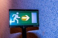 Fundo do papel de parede do sinal da luz da saída de emergência foto de stock royalty free