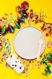 Fundo do partido ou do carnaval ou conceito do partido com artigos do divertimento Imagem de Stock Royalty Free