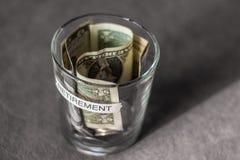 Fundo do planeamento de aposentação em um copo sem tampa Imagens de Stock