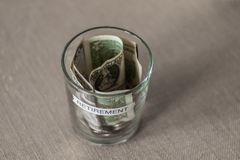 Fundo do planeamento de aposentação em um copo sem tampa Imagem de Stock Royalty Free