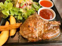 Fundo do prato da estaca da loja da carne de porco imagem de stock royalty free
