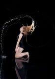 Fundo do preto do cabelo do círculo da água da menina Imagem de Stock