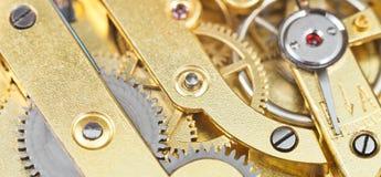 Fundo do relógio retro do maquinismo de relojoaria de bronze da engrenagem Fotos de Stock Royalty Free