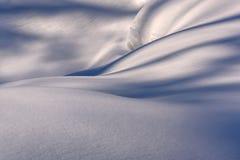 Fundo do relevo da neve do monte de neve Fotografia de Stock Royalty Free