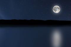 Fundo do rio do céu noturno com lua e estrelas Lua cheia imagens de stock royalty free