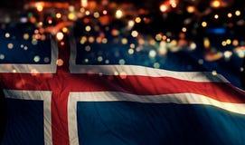 Fundo do sumário de Bokeh da noite da luz da bandeira nacional de Islândia imagens de stock
