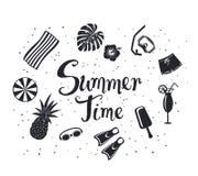 Fundo do tempo de Ummer com silhuetas decorativas: mergulhando a máscara, abacaxi, guarda-chuva de praia, toalha, cocktail exótic ilustração stock