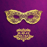 Fundo do teste padrão com máscara dourada ornamentado Mardi Gras Fotos de Stock Royalty Free