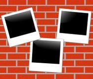 Fundo do tijolo com um frame da foto Imagem de Stock
