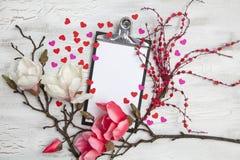 Fundo do Valentim com corações e flores Foto de Stock Royalty Free