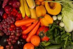 Fundo do vegetal e do fruto da cor da mistura vário foto de stock royalty free
