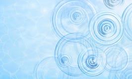 Fundo do verão O radial acena de uma chuva na água Textura da superfície da água Vista aérea Círculos e anéis no Fotos de Stock