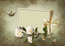 Fundo do vintage com quadro e rosas fotos de stock royalty free