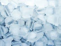 Fundo dos cubos de gelo a água de gelo refresca o conceito fresco da bebida da textura foto de stock