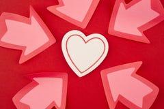Fundo dos cuidados médicos com sinais do coração e da seta valentine Imagens de Stock