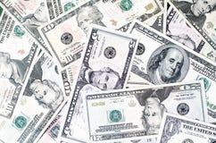Fundo dos dólares de papel das notas de denominações diferentes imagem de stock