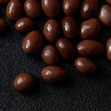 Fundo dos doces de chocolate Doces redondos o do chocolate do marrom escuro Fotografia de Stock