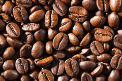 Fundo dos grãos de café fritados macro Fotografia de Stock