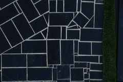 fundo dos quadrados pretos com texturas e as listras brancas imagem de stock royalty free