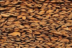 Fundo dos registros desbastados secos da lenha empilhados acima Foto de Stock