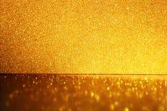 Fundo dourado, brilho, foco seletivo e reflexões Imagens de Stock Royalty Free