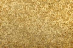 Fundo dourado chinês da textura da tela do ornamento imagens de stock royalty free