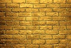 Fundo dourado da parede de tijolo Imagens de Stock Royalty Free