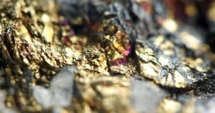 Fundo dourado, foto macro um pouco original uma pepita rara, para Imagens de Stock