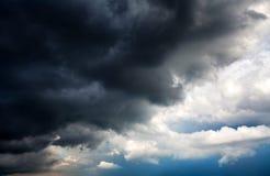 Fundo dramático das nuvens imagens de stock