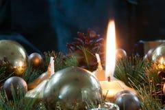 Fundo e decorações do Natal na madeira Imagem de Stock Royalty Free