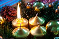 Fundo e decorações do Natal na madeira Fotos de Stock Royalty Free