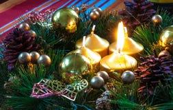 Fundo e decorações do Natal na madeira Imagens de Stock