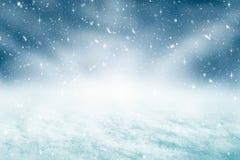 Fundo e queda de neve do Natal com conceito do brilho Contexto do Feliz Natal e do ano novo feliz imagens de stock