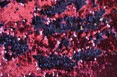Fundo efervescente metálico das escalas das lantejoulas, lantejoulas redondas no vestido da forma foto de stock