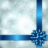 Fundo elegante do Natal com curva, a fita e o floco de neve azuis Imagens de Stock Royalty Free