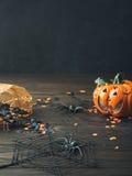 Fundo escuro vertical com símbolos de Dia das Bruxas Fotografia de Stock Royalty Free