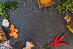 Fundo, especiarias e erva culinários para cozinhar Foto de Stock