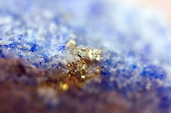 Fundo fantástico, mágica de uma pedra Metal dourado, cristal foto de stock