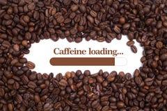 Fundo feito de feijões de café com uma carga da cafeína do ` da barra e da mensagem de carga ` Imagem de Stock Royalty Free