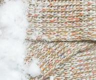 Fundo feito malha de matéria têxtil com neve Foto de Stock Royalty Free