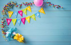 Fundo feliz da festa de anos com texto e as ferramentas coloridas Imagem de Stock Royalty Free