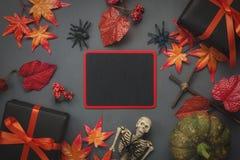 Fundo feliz do feriado de Dia das Bruxas da vista superior com decoração Imagens de Stock