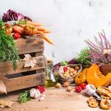 Fundo festivo decorativo da ação de graças do outono da queda com vegetais Fotografia de Stock