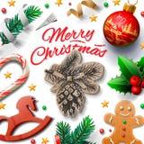 Fundo festivo do Feliz Natal com homens de pão-de-espécie e decoração do Natal, ilustração Fotografia de Stock