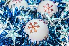 Fundo festivo pelo ano novo e Natal com uma festão fotografia de stock royalty free