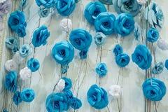 Fundo floral romântico com as flores de papel azuis para a decoração do casamento Fotografia de Stock
