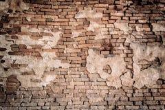 Fundo industrial, rua urbana do grunge vazio com a parede de tijolo do armazém foto de stock royalty free