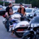 Fundo intencionalmente borrado Motociclistas que encontram-se na cidade H Imagens de Stock